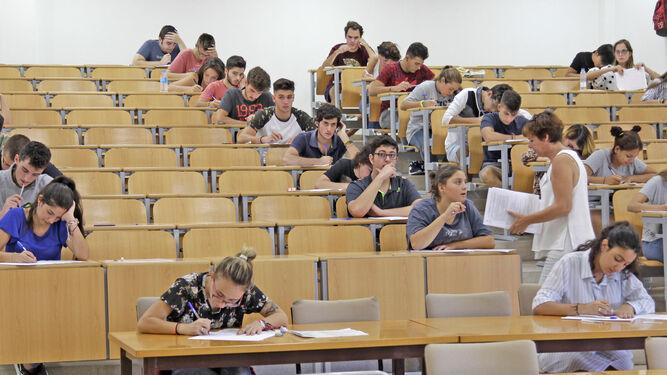 Imagen de una de las aulas habilitadas ayer para que los alumnos realizaran la prueba de Idioma Extranjero.
