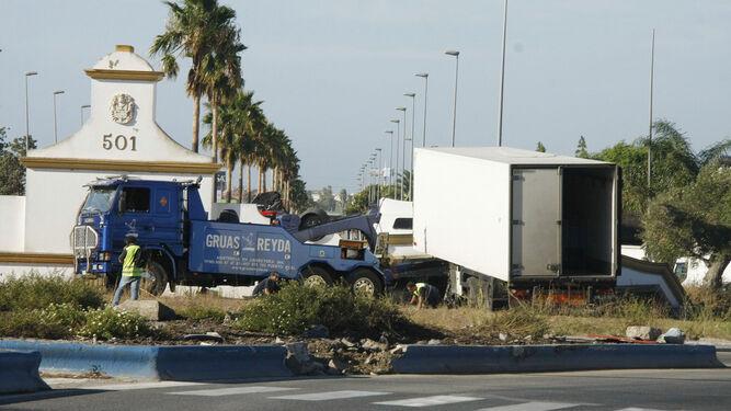 La rotonda en la que tuvo lugar el accidente es una de las primeras en la entrada a la ciudad desde Jerez.