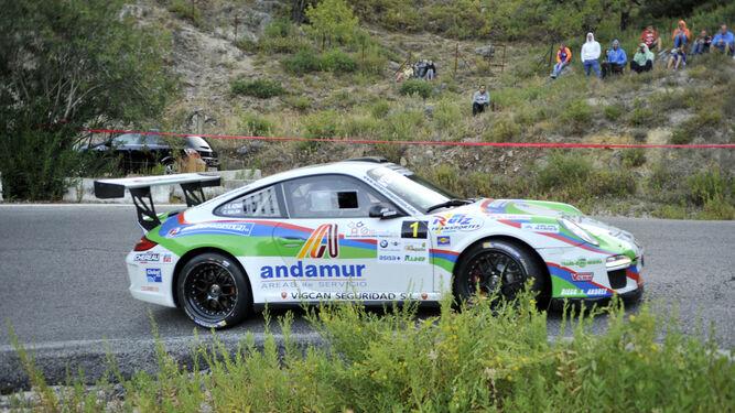 José Antonio Aznar y su Porsche Gt3 dibujan una curva en el tramo de Benamahoma.