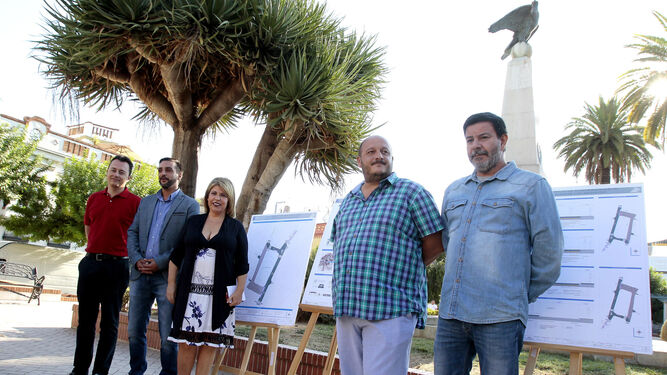 Santiago Galván, José Antonio Díaz, Mamen Sánchez, Raúl Ruiz-Berdejo y Domingo Pedro García, ayer.