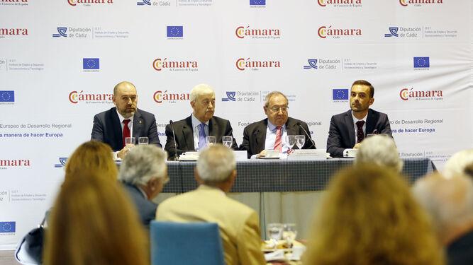 Jesús Solís Trujillo (i), Ángel Juan Pascual, José Luis Bonet y Manuel Álvarez, ayer durante el foro al que asistieron más de 70 empresarios de la provincia.