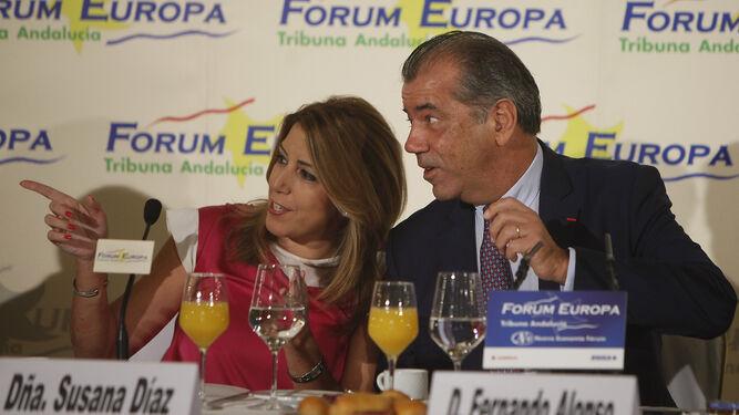 Susana Díaz junto a Fernando Alonso, ayer en Sevilla.