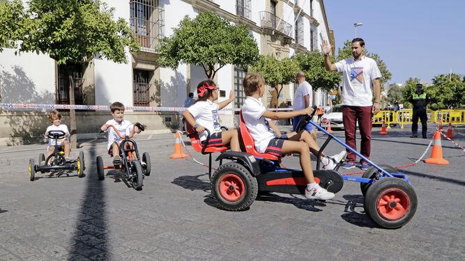 Escolares en una de las actividades que tuvo lugar ayer en la Alameda Cristina.