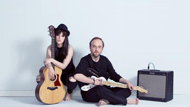 La banda de Random Thinking está compuesta por los hermanos Aurora y Ángel Pérez, ambos compositores.