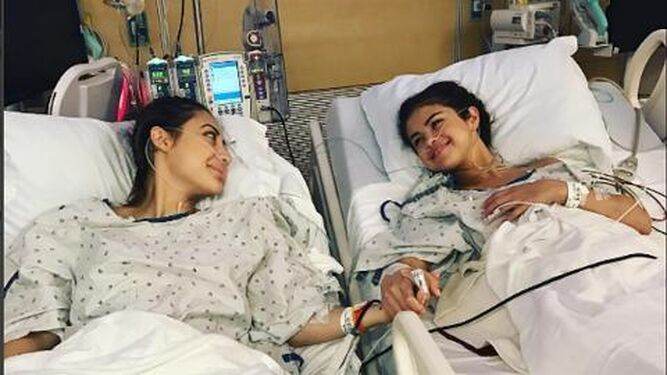 Selena Gómez sufre lupus y ha sido trasplantada de riñón.