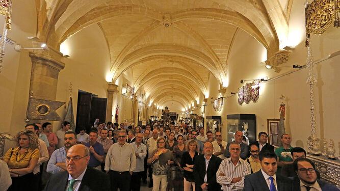 Muchos cofrades asistieron a la apertura de la exposición del IV centenario del Voto en Jerez.
