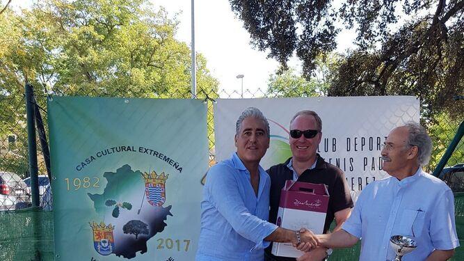 Imágenes de la entrega de trofeos de la primera edición del Open La Vendimia organizado por el Club Deportivo Tenis y Pádel Jerez.