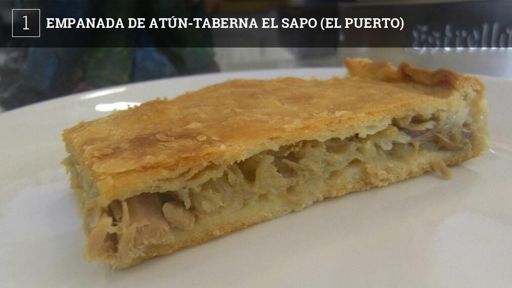 El cocinero Antonio Lavandera elabora esta empanada con la típica masa de pan gallega haciendo honor a la especialización de este local en cocina de esta región. La masa, por tanto, es de las gordas, pero resulta crujiente. Por dentro también el relleno clásico, atún de lata y un refrito de cebolla en abundancia para que le dé jugosidad