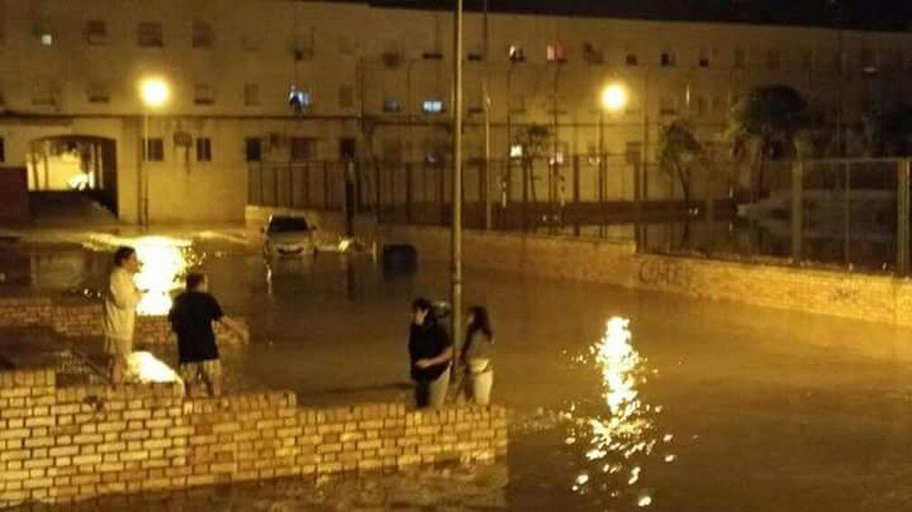 Imágenes de una noche pasada por agua en Jerez