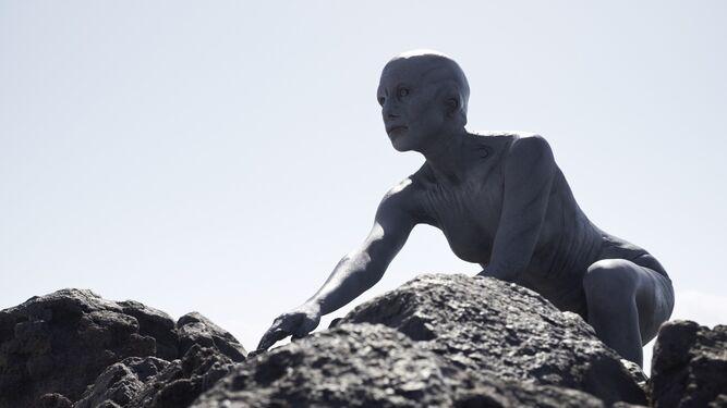 Fotograma de la película dirigida por Xavier Gens, con una irreconocible Aura Garrido.