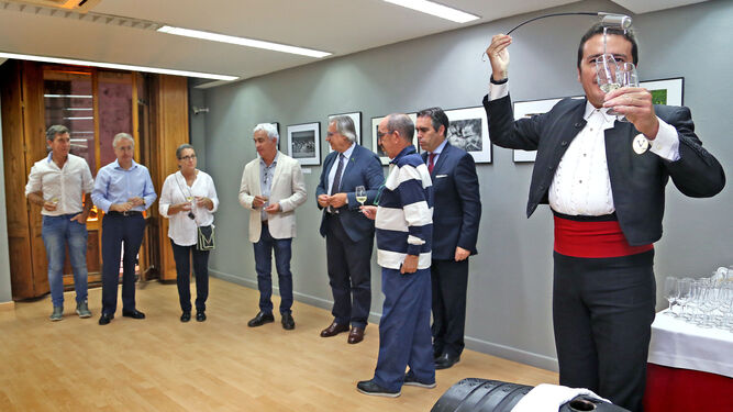 Mariano Cano recoge de Cristóbal Serna su segundo premio.