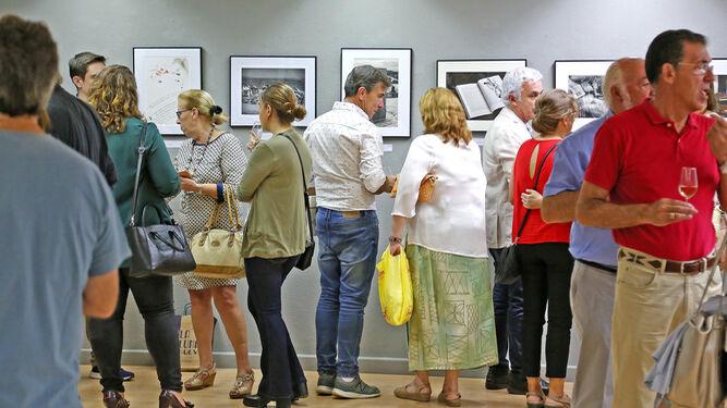 Parte del público asistente a la inauguración de la exposición 'Paisajes de la Lectura'.