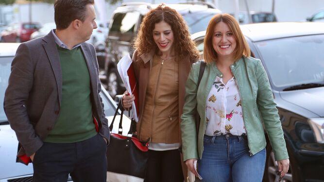 Isabel Armario llegó acompañada por Miriam Alconchel.