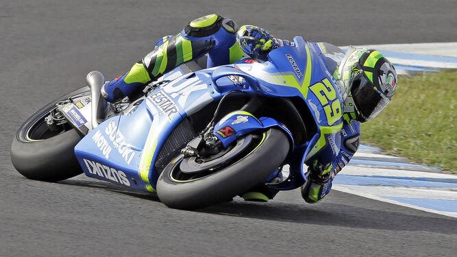 Andrea Iannone se adaptó a las primeras de cambio al nuevo asfalto del Circuito y mejoró la 'pole' de Pedrosa.