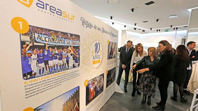 Imágenes de Diario de Jerez dan vida a la exposición con la que Área Sur rinde homenaje a la ciudad.