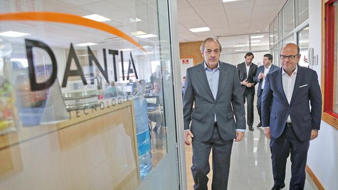 Un momento de la visita a la la sede de Dantia en Jerez.