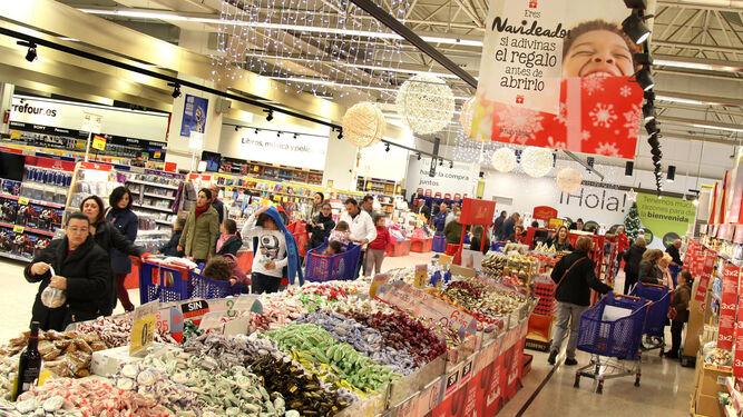 Interior de Carrefour Norte con un gran expositor de polvorones y otros productos navideños, ayer.