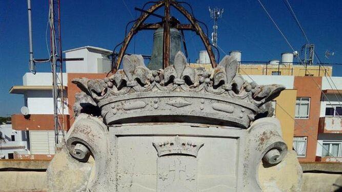El Consistorio de Barbate se desprende de su escudo