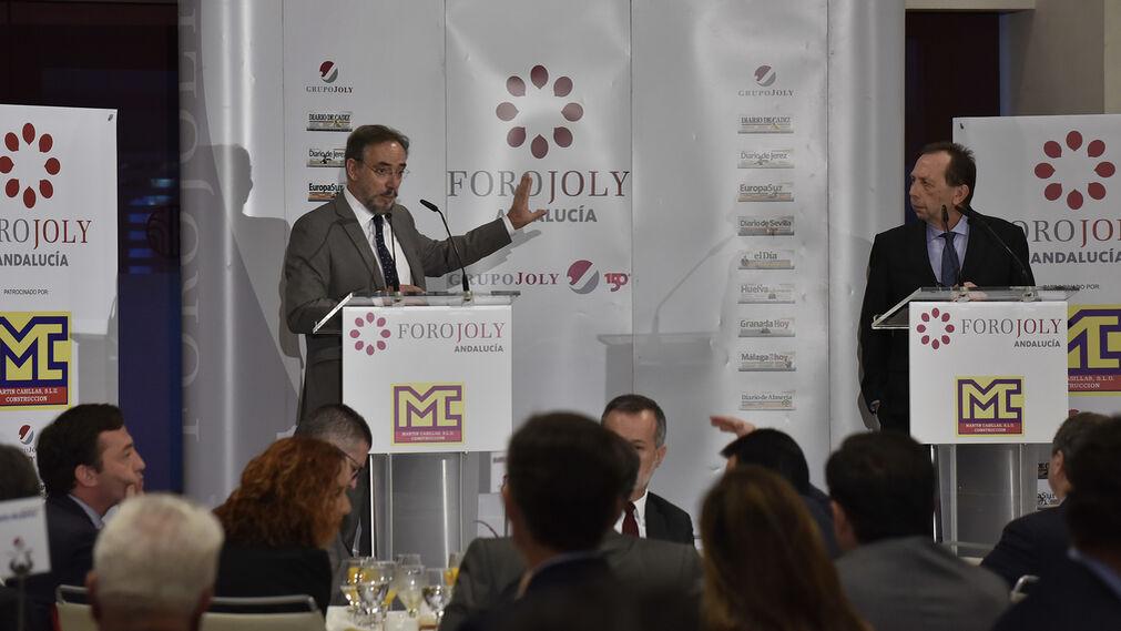 Felipe López, consejero de Fomento y Vivienda de la Junta, durante el coloquio moderado por José Antonio Carrizosa, director de 'Diario de Sevilla'.