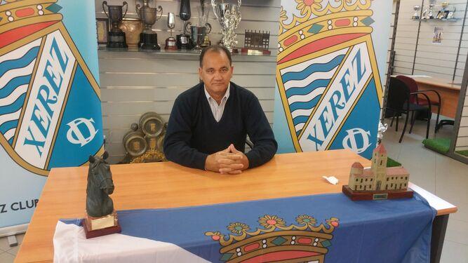 Vicente Vargas, entrenador del Xerez CD, en la sede de Afición Xerecista.