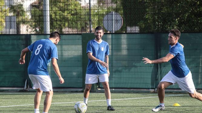 David Narváez, sonriendo en un entrenamiento en El Altillo junto a Juan Benítez.