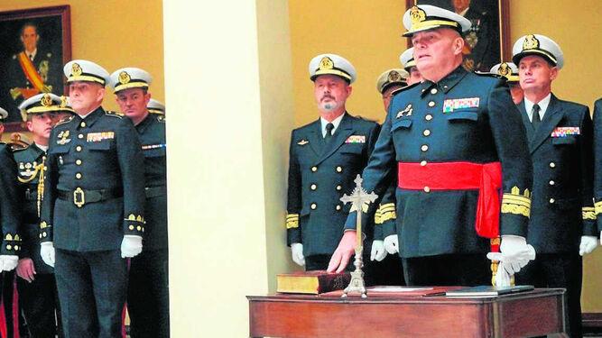 Antonio Planells jura su cargo durante la ceremonia de toma de posesión en la antigua Capitanía General.
