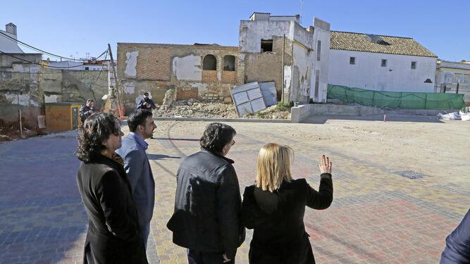 Sánchez y José Antonio Díaz, dialogando con técnicos de Urbanismo.