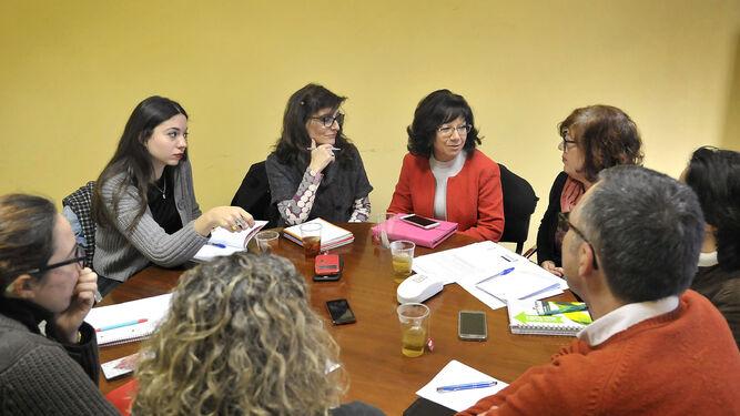 Un momento de la reunión del jurado celebrada ayer bajo la presidencia de Carmen Collado.