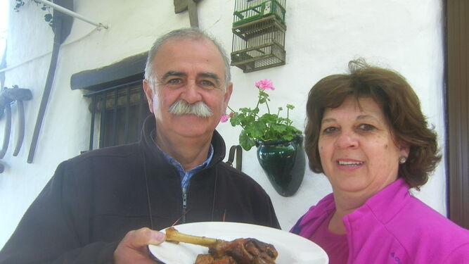 Mariano Sánchez con su esposa Rosi García.