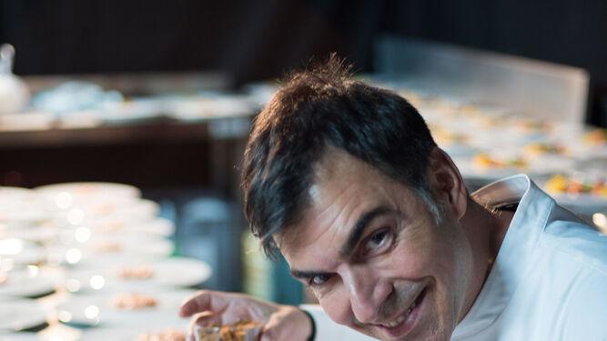 Ramón Freixa en la elaboración del tartar.