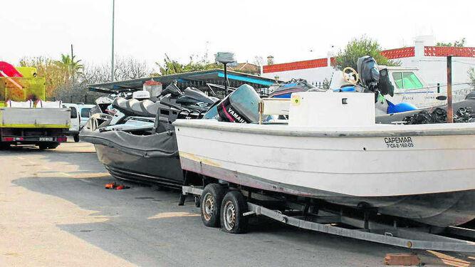 Más de 1.000 vehículos, entre embarcaciones, turismos, motos y semirrígidas, son custodiados en el depósito ubicado en la carretara nacional 340.