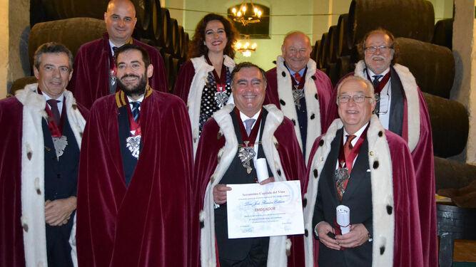 Los investidos como nueva Dama y nuevos Caballeros del Serenísimo Capítulo del Vino, en la Bodega de La Guita.