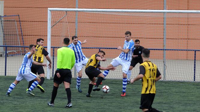 Paquín -que jugó en el centro de la defensa- y Álex Rodríguez tapan el hueco a Tati Maldonado.