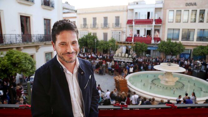 El cantante jerezano David DeMaría posa en uno de los balcones del Diario el pasado Miércoles Santo.