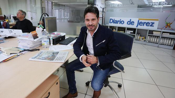 El artista, en la redacción de Diario de Jerez, durante la entrevista.