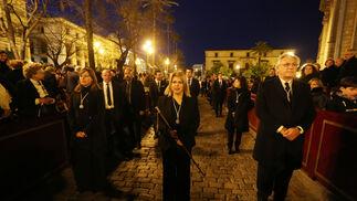 La corporación municipal, un año más, acompañó al Santo Entierro.