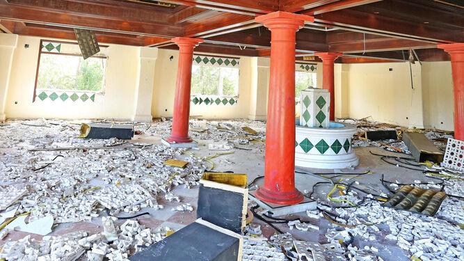 Salón principal del antiguo establecimiento destruido después de los robos que están sucediendo.