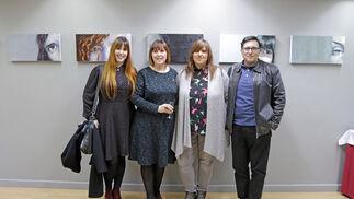 La artista posa con sus hijas, Ana y Marta, y su marido, Pedro Ledo.