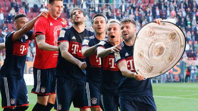 Francia, 'a la chita callando' en GénovaEl Bayern certifica la BundesligaEduardo todavía conserva su derecha