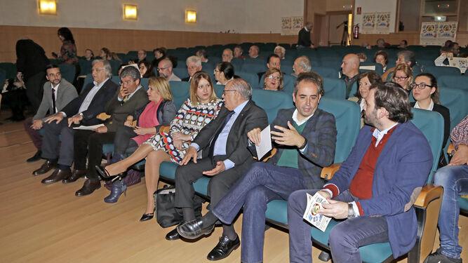 Autoridades y el presidente de la federación, Sebastián Peña, ayer, en el acto de aniversario.
