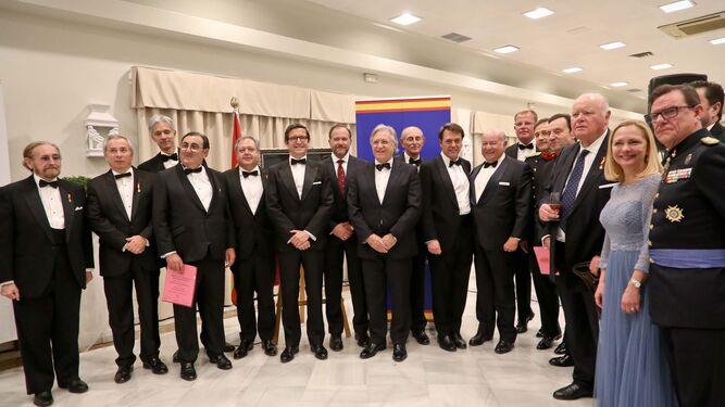 Asistentes, académicos y premiados posan ayer a la conclusión del acto y antes de la cena de gala en el Hotel Jerez.