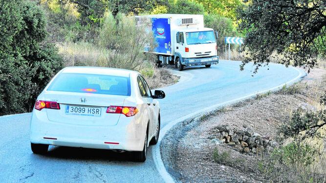 Llegar a Alcalá del Valle por carretera, una carrera de obstáculos.