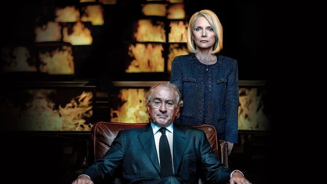 Con Michelle Pfeiffer, en 'The Wizard of Lies', donde hacía de Bernie Madoff.