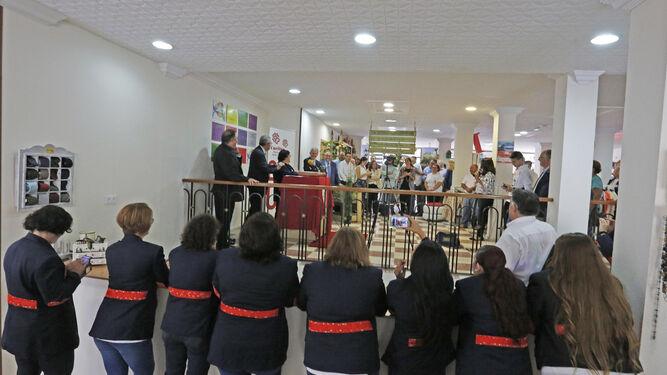 7161c270bf0c2 Imagen de la inauguración de la primera tienda de Cáritas en la calle Madre  de Dios hace un año ...