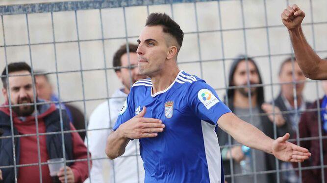 8d3dc4f87576e Salas celebra el gol que anotó en La Juventud frente al Sevilla C. ...