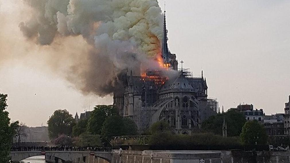 [Imagen: imagenes-incendio-Notre-Dame-Paris_13459...11x569.png]