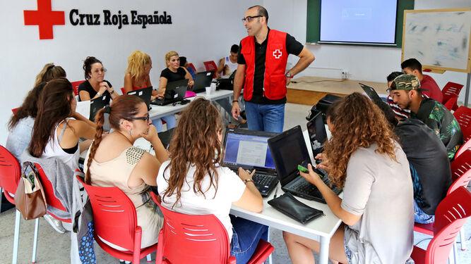 Cruz Roja orienta a los jóvenes para encontrar un empleo