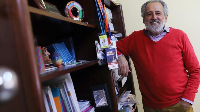 El presidente provincial de Proyecto Hombre, en su despacho de la calle Corredera.