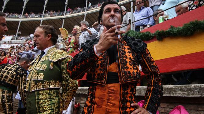 Una foto de Morante cada día - Página 18 Morante-Puebla-callejon_1444965577_118342195_667x375