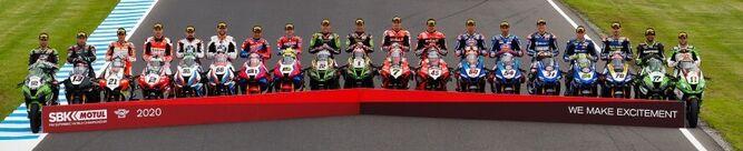 Los pilotos del Mundial de Superbike, posando juntos antes de la prueba de Australia.